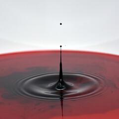 Kropla wody tworząca piękny efekt