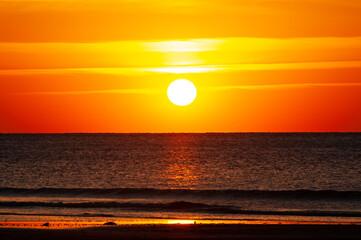 Fototapeta Beautiful sunset on the ocean. orange sky California, April 2021