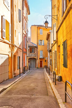 The narrow old Rue Riquier street in Aix-en-Provence, France