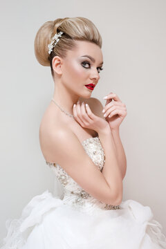 The picture shows the model Susanne Reiter (23) from Gießen during a wedding photo shoot in Düsseldorf.