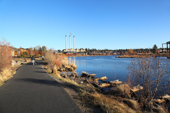 The town of Bend on the Deschutes River, Oregon