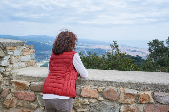 woman from behind seeing the landscape in a tourist place