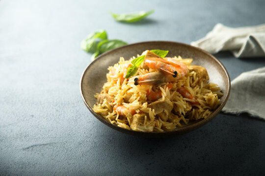 Spicy rice with shrimps and fresh basil