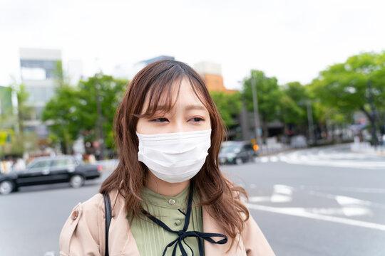 マスクの女性 20代