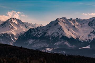 Tatry w scenerii wczesno wiosennej