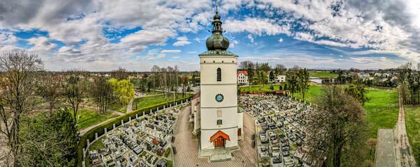 kościół w Pawłowicach na Śląsku w Polsce z lotu ptaka