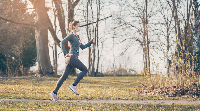 Woman running with face mask to stay healthy during covid-19