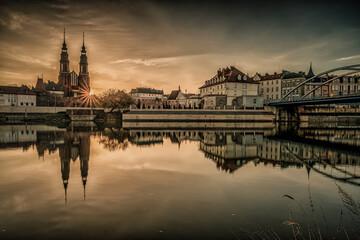 Opole panorama miasta nad Odrą o poranku
