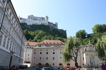 Fototapeta Salzburgo, Austria.  Con su barrio medieval y vistas a los Alpes.