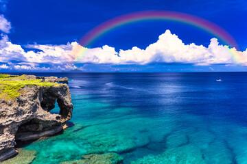 Fototapeta 沖縄の美しいサンゴ礁の海と雲