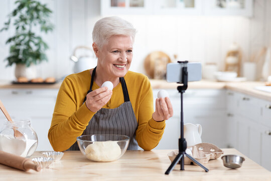 Positive senior woman culinary vlogger broadcasting from home
