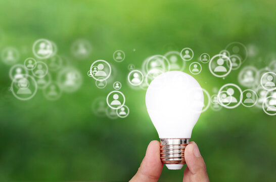mano, dita, lampadina, energie alternative