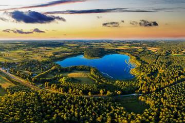 zachód słońca na Mazurach w północno-wschodniej Polsce
