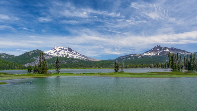 Views of Sparks Lake and the Cascades in Central Oregon