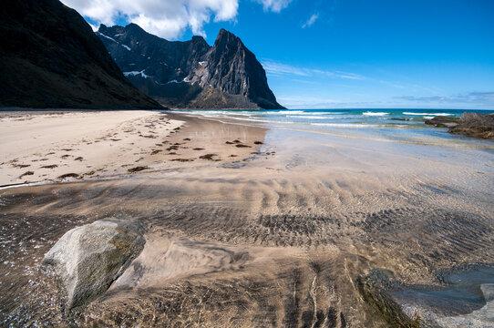 Plage de Kvalvika sur les îles de Lofoten en Norvège