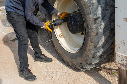 Repairing the tire of a large construction machine