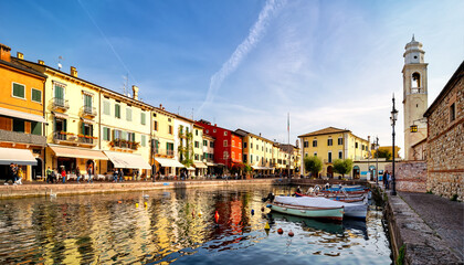Fototapeta View of Lazise at the lakeside of Lake Garda in summer in the northern Italy. Lazise is a popular holiday location in Italy.