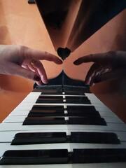 Fototapeta playing the piano obraz