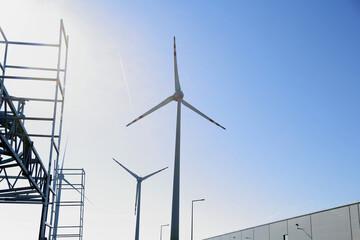 Fototapeta Turbiny wiatrowe, budowa farmy wiatrowej.