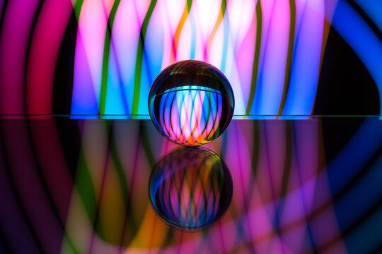 Bola de cristal con reflejos y luces de colores