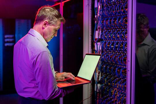 Network engineer diagnosing server problems