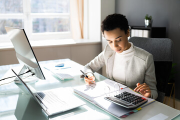 Obraz African American Business Accountant Lady - fototapety do salonu