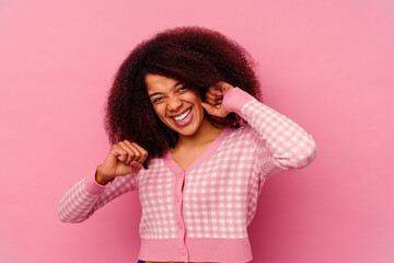 Photo Blinds Dance School Young african american woman isolated on pink background dancing and having fun.