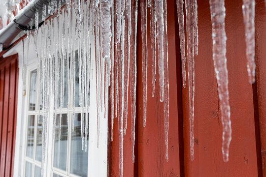 Große Eiszapfen zur Winterzeit