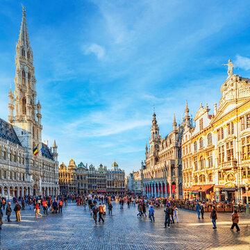 Ein später Wintertag auf der Grand Place in Brüssel