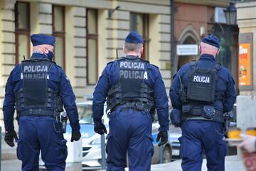 Fototapeta Policjanci prewencji podczas zabezpieczenia protestu.