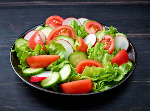plate of fresh vegetable salad