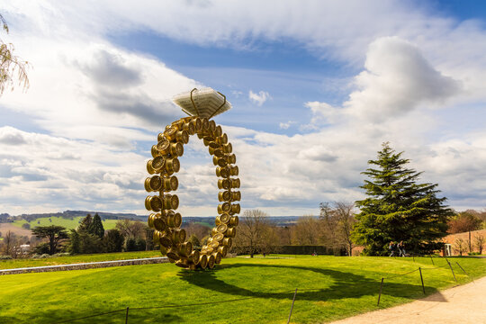 Scenic view at the Yorkshire Sculpture Park with modern art sculpture Solitrio Solitaire (2018) by Joana Vasconcelos displayed in rural setting.