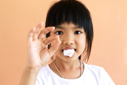 Asian girl loose tooth when she grows up. Cute child just loose milk tooth.