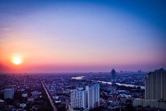 バンコクの夕暮れの情景