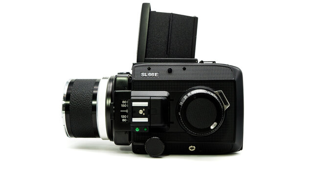 Rolleiflex SL66e Kamera vor weißem Hintergrund