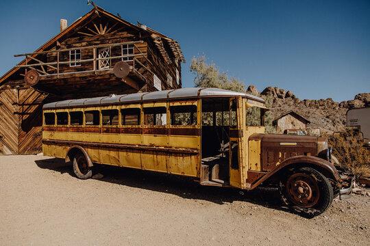 Amerika | Verlassener Oldtimer Bus in Geisterstadt