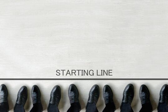 スタートラインに立つ複数のビジネスマン