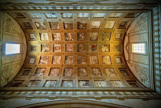 El convento de Cristo de Tomar es uno de los monumentos históricos más importantes de Portugal y ha estado en la lista de patrimonio mundial de UNESCO desde 1983