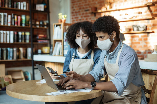 Cafe owners work with accounts, pay taxes online during COVID-19