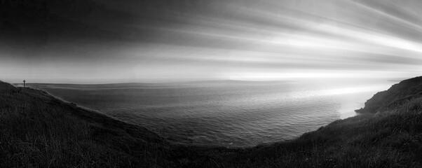 Canvas Prints Gray traffic paysage sombre , luminosité sur panorama , mer et croix