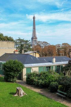 Tour Eiffel vue depuis la maison de Balzac à Paris