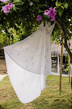 vestido de boda en la naturaleza