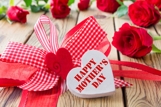 Happy Mother's Day and heart with red roses