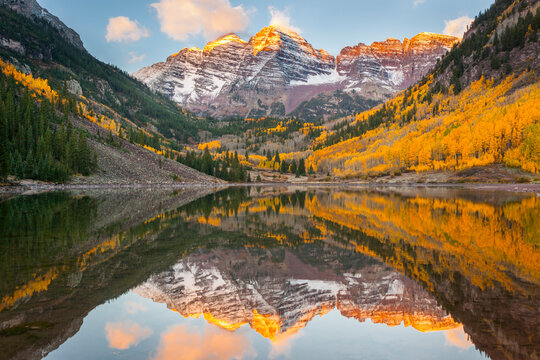 First light on the Maroon Bells in fall outside of Aspen, Colorado.