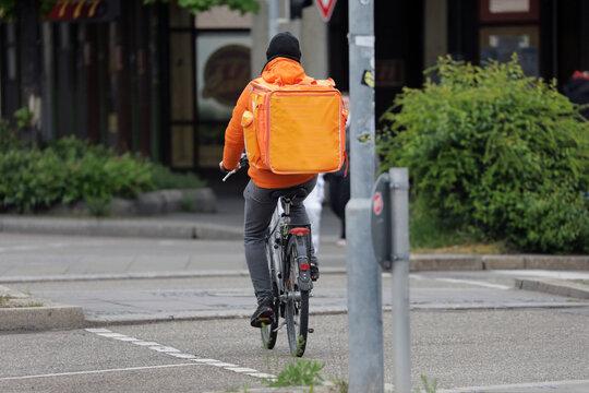 lieferservice lieferung von essen mit dem fahrrad