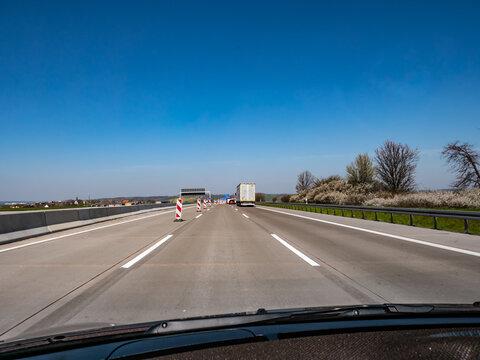 Baustelleneinfahrt auf einer deutschen Autobahn