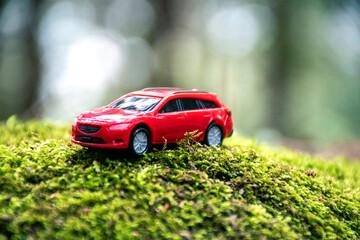 自動車, 乗り物, ドライブ, 赤, 交通, 旅行, 森, 自然, 環境, エコロジー, 環境保護, 電気自動車, ハイブリッド, セダン, マイカー, 中古車, ビジネス, 山, 晴れ, 省エネ