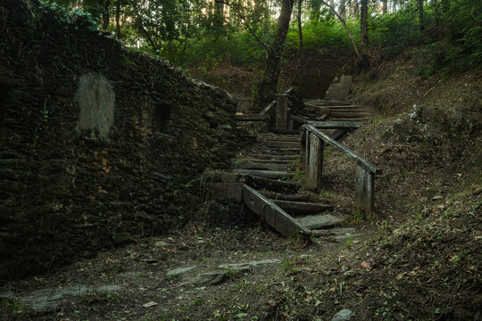 Estalisnau fountain stairway in the park of the Estalisnau fountain