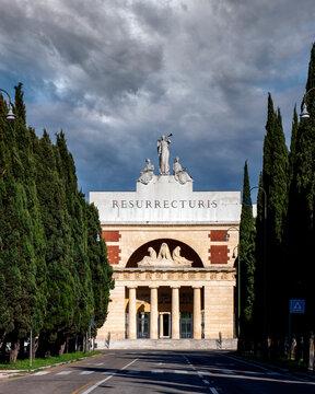 Verona - Viale del Cimitero Monumentale