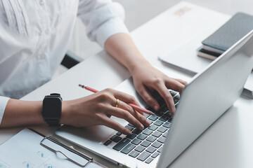 Fototapeta Close up. Woman hand working on a laptop keyboard. obraz